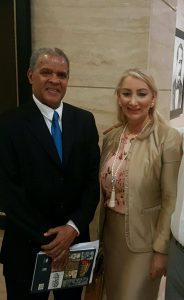Jimmy Sierra y la Editora de la Revista Vínculos, Doris Nouel.